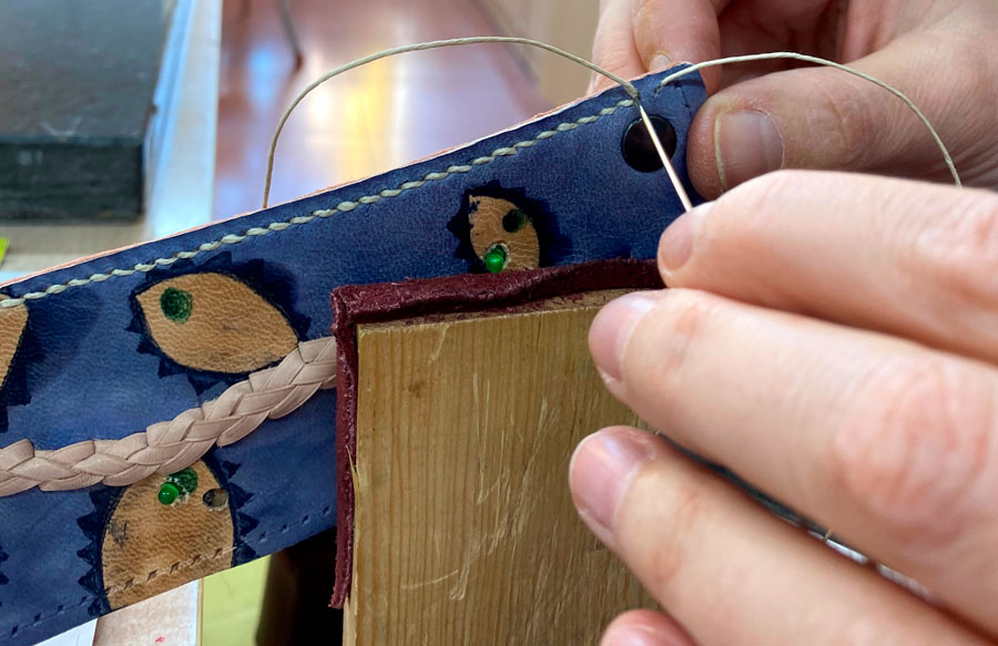 Aprender a coser piel Escuela de Arte la Palma